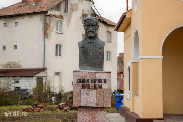bustul-lui-simion-barnutiu-din-curtea-casei-memoriale-din-bocsa-judetul-salaj.jpg