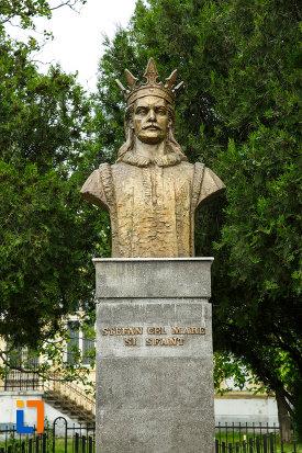 bustul-lui-stefan-cel-mare-din-focsani-judetul-vrancea-fotografiat-din-fata.jpg