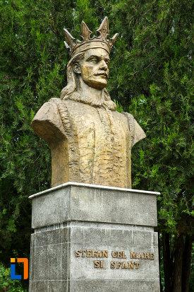 bustul-lui-stefan-cel-mare-din-focsani-judetul-vrancea-vazut-din-lateral.jpg
