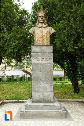 bustul-lui-stefan-cel-mare-din-focsani-judetul-vrancea.jpg