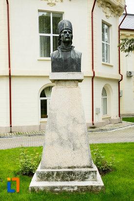 bustul-lui-tudor-vladimirescu-din-caracal-judetul-olt.jpg
