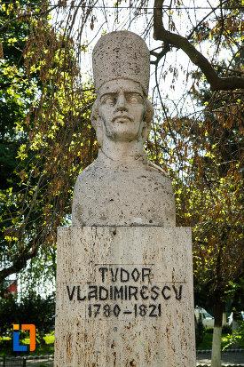 bustul-lui-tudor-vladimirescu-din-dragasani-judetul-valcea-imagine-in-prim-plan.jpg