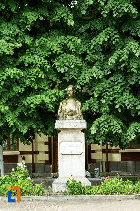 bustul-lui-vasile-alexandri-din-galati-judetul-galati.jpg