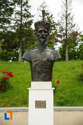 bustul-maresalului-alexandru-averescu-mausoleul-eroilor-din-1916-1919-de-la-marasesti-judetul-vrancea.jpg