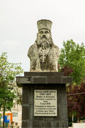 bustul-preotului-radu-sapca-din-corabia-judetul-olt.jpg