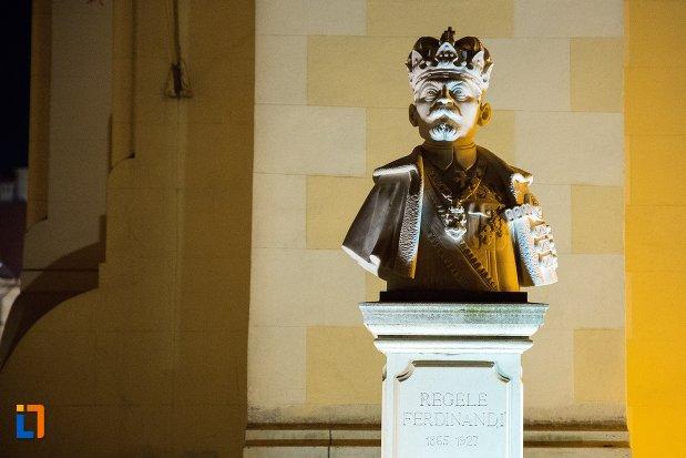 bustul-regelui-ferdinand-din-alba-iulia-judetul-alba-vazut-noaptea.jpg