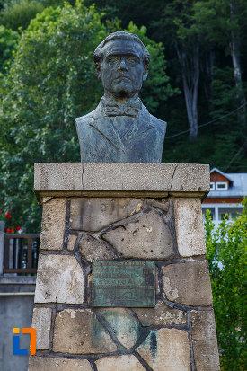 bustul-scriitorului-de-la-muzeul-memorial-cezar-petrescu-din-busteni-judetul-prahova.jpg
