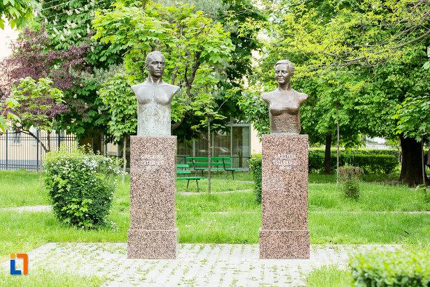 busturile-lui-george-si-arethia-tatarescu-din-targu-jiu-judetul-gorj.jpg