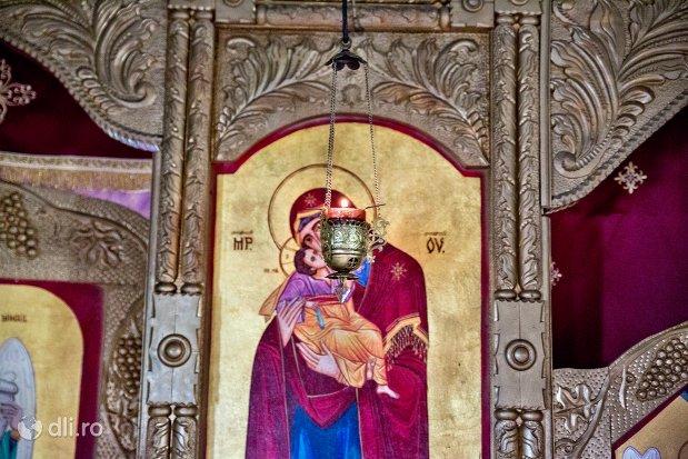 cadelnita-de-la-manastirea-marius-judetul-satu-mare.jpg