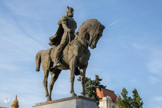 cal-si-domnitor-statuia-mihai-viteazu-din-oradea-judetul-bihor.jpg