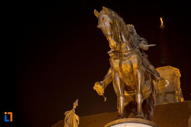 calul-noaptea-statuia-lui-matei-corvin-din-cluj-napoca-judetul-cluj.jpg