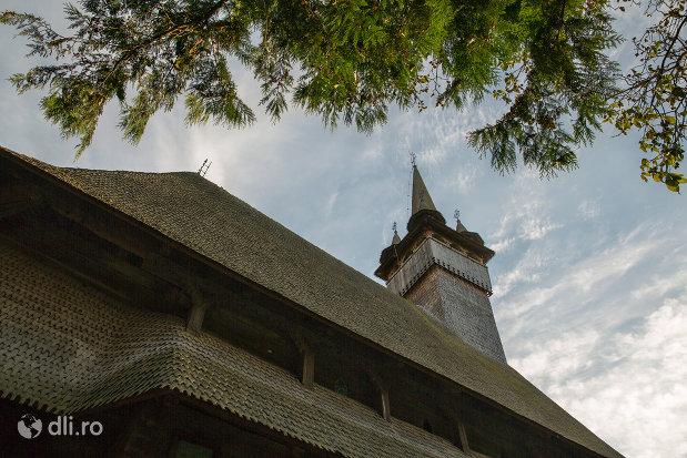 cam20064vedere-spre-turnul-de-la-biserica-de-lemn-sf-nicolae-josani-din-budesti-judetul-maramures.jpg