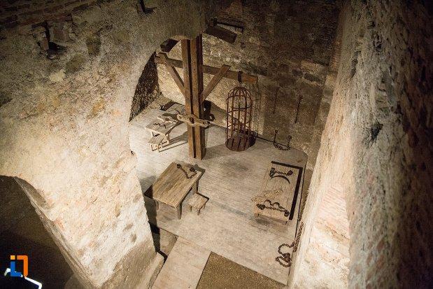 camera-de-tortura-din-cetatea-alba-carolina-din-alba-iulia-judetul-alba.jpg