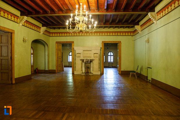 camera-din-castelul-cantacuzino-din-busteni-judetul-prahova.jpg