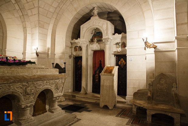 camera-funerara-de-la-mausoleul-eroilor-din-1916-1919-de-la-marasesti-judetul-vrancea.jpg