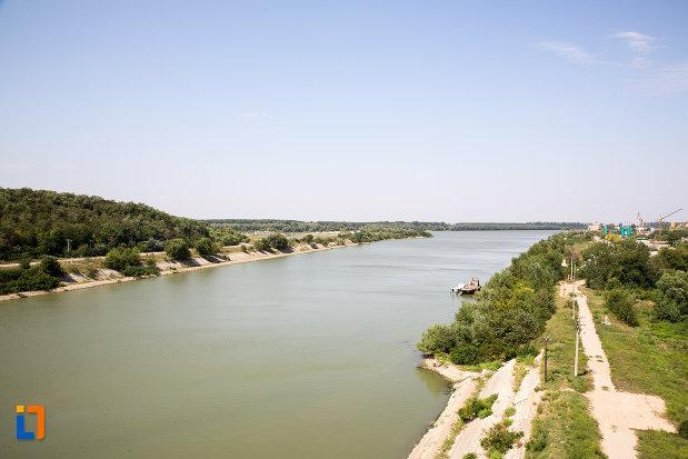 canalul-dunare-marea-neagra-vazut-in-orasul-cernavoda-judetul-constanta.jpg