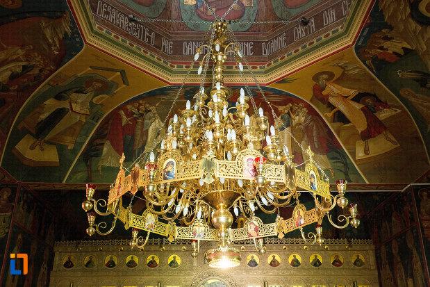 candelabru-de-biserica-manastirea-sf-ana-din-orsova-judetul-mehedinti.jpg
