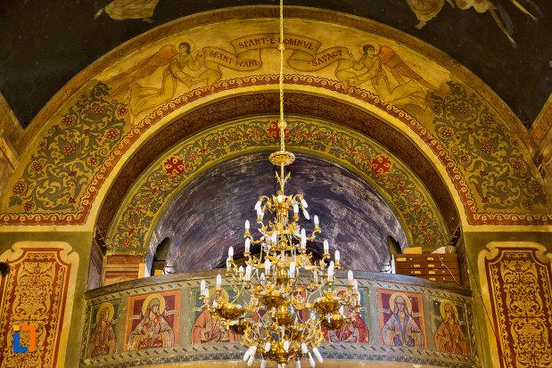 candelabru-din-biserica-ortodoxa-sf-nicolae-din-cluj-napoca-judetul-cluj.jpg