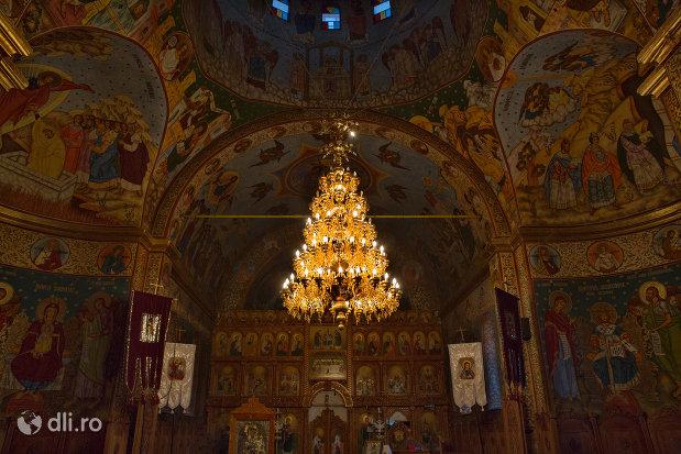 candelabru-din-biserica-ortodoxa-sfanta-treime-din-zalau-judetul-salaj.jpg