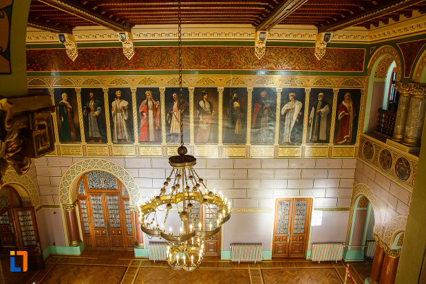 candelabru-din-castelul-cantacuzino-din-busteni-judetul-prahova.jpg