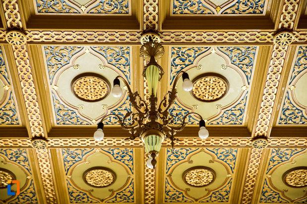 candelabru-din-muzeul-de-arta-si-arta-populara-palatul-marincu-din-calafat-judetul-dolj.jpg