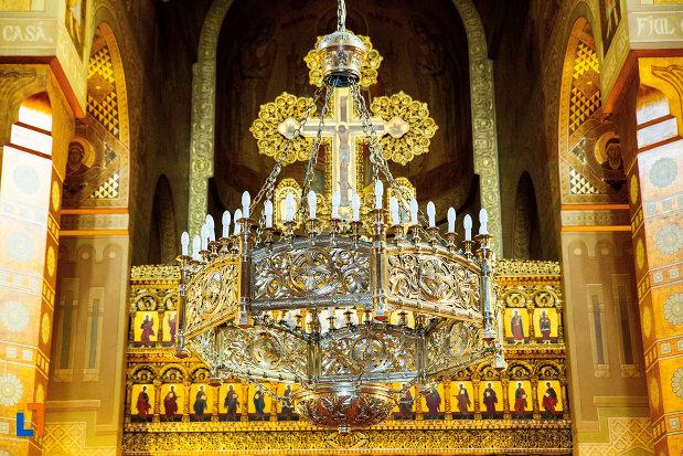 candelabrul-din-catedrala-mitropolitana-sf-dimitrie-din-craiova-judetul-dolj.jpg