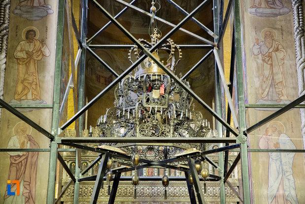 candelabrul-din-catedrala-ortodoxa-a-vadului-feleacului-si-clujului-din-cluj-napoca-judetul-cluj.jpg