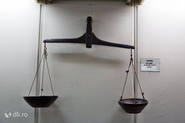 cantar-din-muzeul-etnografic-al-maramuresului-din-sighetu-marmatiei-judetul-maramures.jpg