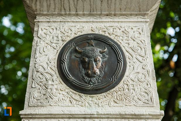 cap-de-bour-monumentul-unirii-principatelor-din-focsani-judetul-vrancea.jpg