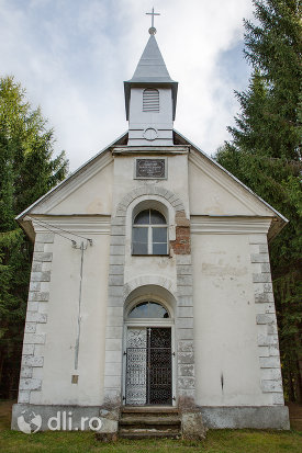 capela-catolica-din-cavnic-judetul-maramures.jpg