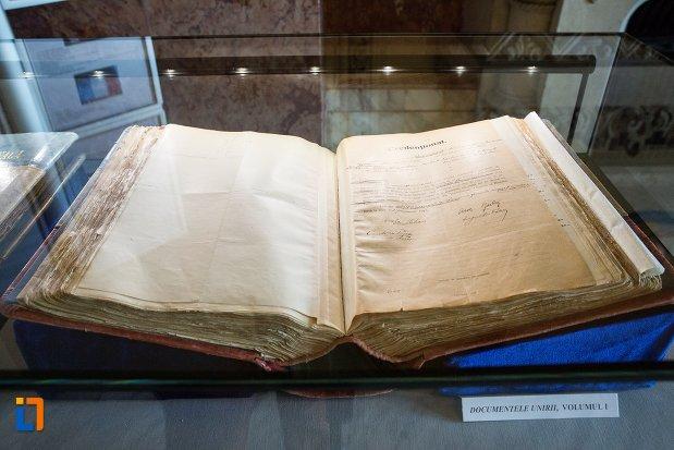 carte-cu-semnificatie-istorica-din-sala-unirii-1-decembrie-1918-din-alba-iulia-judetul-alba.jpg