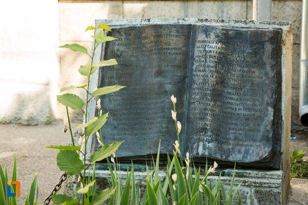 carte-statuia-lui-mircea-t-badulescu-din-buzau-judetul-buzau.jpg