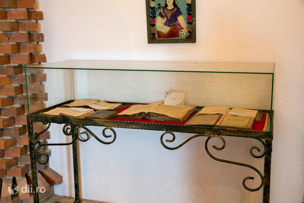 carti-valoroase-din-manastirea-scarisoara-noua-judetul-satu-mare.jpg