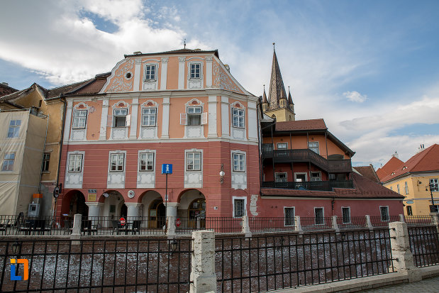 casa-azi-centrul-cultural-al-luxemburgului-din-sibiu-judetul-sibiu.jpg