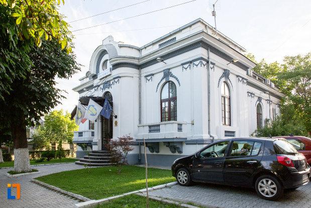 casa-azi-rectoratul-universitatii-valahia-din-targoviste-judetul-dambovita.jpg