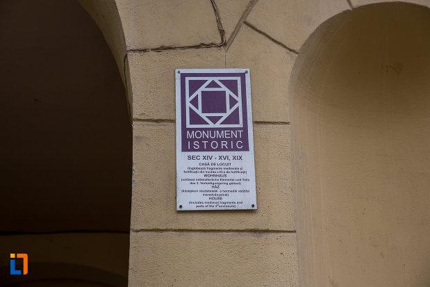 casa-care-inglobeaza-fragmente-medievale-si-fortificatii-din-incinta-iii-a-din-sibiu-judetul-sibiu-monument-istoric.jpg