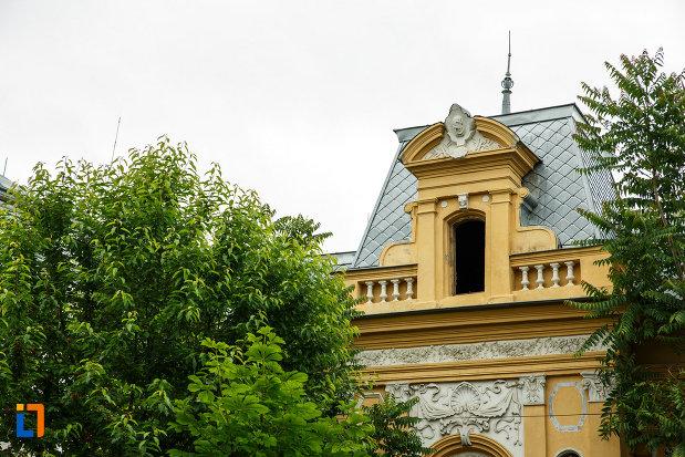 casa-cristof-gabaret-tanasescu-1880-din-focsani-judetul-vrancea-imagine-cu-acoperisul.jpg