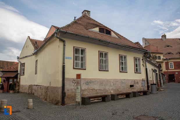 casa-cu-fragment-din-capela-gotica-sf-stefan-din-sibiu-judetul-sibiu.jpg