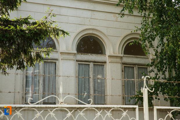 casa-cureteanu-din-odobesti-judetul-vrancea-imagine-cu-ferestre.jpg
