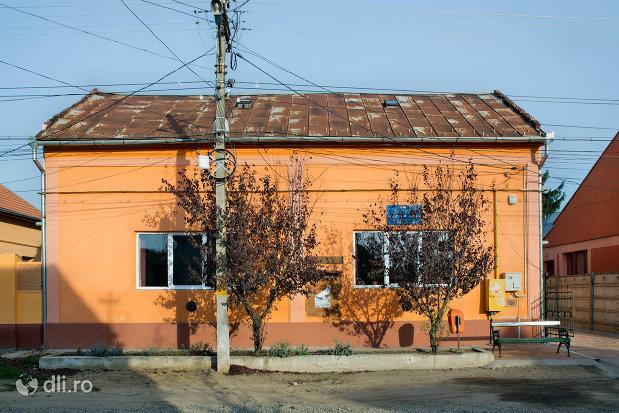casa-de-cultura-01-bartok-bela-din-valea-lui-mihai-judetul-bihor.jpg