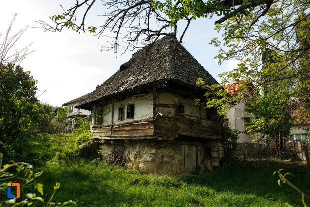casa-de-lemn-1880-din-calimanesti-judetul-valcea.jpg