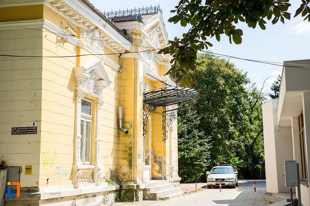 casa-de-pe-aleea-unirii-nr-9-din-botosani-judetul-botosani-vazuta-din-lateral.jpg