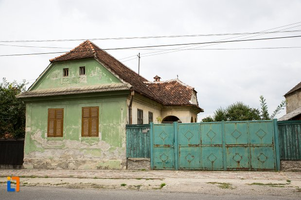 casa-de-pe-b-dul-moroianu-nr-303-din-sacele-judetul-brasov.jpg
