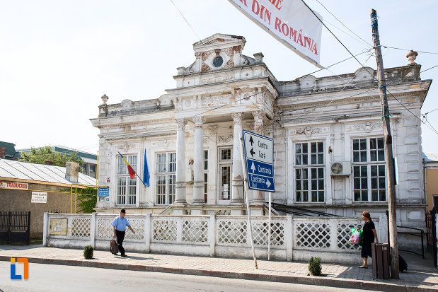 casa-demetriad-azi-biblioteca-judeteana-din-calarasi-1888-judetul-calarasi-vazuta-din-lateral.jpg