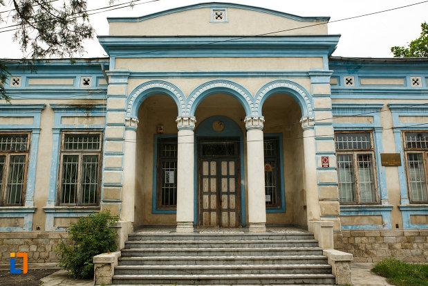 casa-demian-din-focsani-judetul-vrancea-intrare-cu-coloane-si-alte-detalii-arhitecturale.jpg