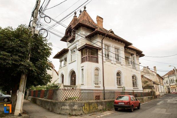 casa-dr-giurca-din-fagaras-judetul-brasov.jpg