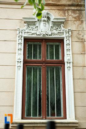 casa-dr-saideman-din-focsani-judetul-vrancea-detalii-ornamentale-de-la-ferestre.jpg