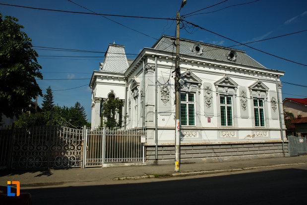 casa-filipescu-din-dragasani-judetul-valcea-vazuta-din-strada.jpg