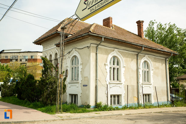 casa-fost-pavilion-administrativ-jiul-din-bals-judetul-olt-fotografiata-din-lateral.jpg