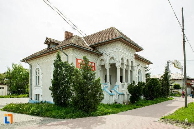 casa-fost-pavilion-administrativ-jiul-din-bals-judetul-olt.jpg
